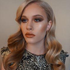 Golden glamour hair and makeup ✨ Makeup by Sarah Redzikowski, Las Vegas Makeup Artist, Los Angeles Makeup Artist, Hair Stylist, Expert, Bridal, Wedding, Editorial, Beauty, Waves, Hair, glow, highlight, contour, glam