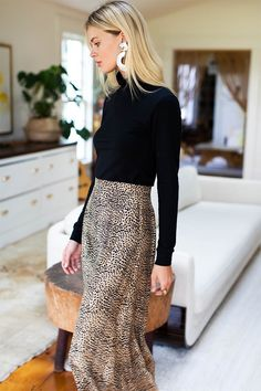 Midi Skirt Little Cheetah Midi Skirt Outfit Cheetah Midi Skirt Business Casual Outfits For Women, Casual Work Outfits, Work Casual, Outfit Work, Business Attire, Cute Professional Outfits, Young Work Outfit, Winter Work Outfits, Women's Professional Clothing