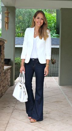 Today's Everyday Fashion: Old Jeans - Outfit Fashion White Blazer Outfits, Flare Jeans Outfit, Denim Flare Jeans, Next Clothes, Clothes For Women, Denim Fashion, Fashion Outfits, Fall Fashion, Fashion Ideas