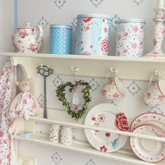 Shabby Chic Homes Cottage Shabby Chic, Shabby Chic Storage, Shabby Chic Interiors, Shabby Chic Decor, Shabby Chic Romantique, Rainbow Kitchen, Estilo Shabby Chic, Kitchen Organisation, Küchen Design