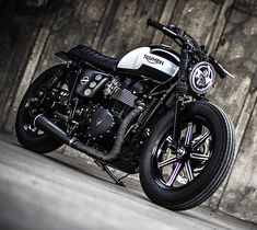 'Black Bulldog' Triumph Bonneville – K-Speed Customs. There are literally millions of two-wheeled machines on the streets of Thailand, with the market dominated by a huge variety of scooters and low capacity commuter bikes. With 15 million people living Triumph Cafe Racer, Triumph Scrambler, Triumph Bonneville T100, Cafe Racer Motorcycle, Bmw Motorcycles, Motorcycle Style, Triumph Motorcycles, Cafe Racers, Motorcycle Quotes