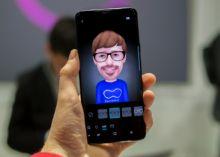 Si estás pensando comprar un Galaxy S9 o un S9+, Samsung quiere que estés seguro de que las novedades que aportan estos dos terminales merecen la pena, a través de una nueva aplicación que te p...