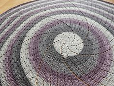 Spin Me Around - free crochet blanket pattern by Catherine Bligh. Crochet Afghans, Caron Cakes Crochet, Baby Blanket Crochet, Crochet Blankets, Baby Blankets, Crochet Circles, Crochet Round, Easy Crochet, Free Crochet