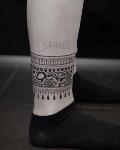 Henna/ornamental style ankle band tattoo. Tattoo Artist: Elda Bernardes