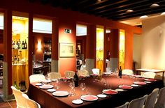 comida empresa malaga Conference Room, Table, Furniture, Home Decor, Company Dinner, Saying Goodbye, Restaurants, Single Men, Events