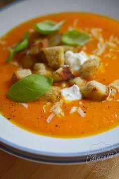 Krem z warzyw korzeniowych i papryki - przepis na zdrową zupę - zobacz! Thai Red Curry, Ethnic Recipes, Food, Breakfast Ideas, Diet, Lasagna, Essen, Morning Tea Ideas, Meals