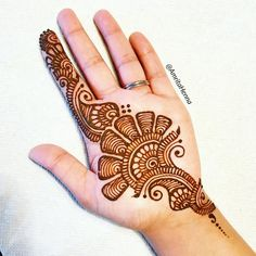 Top handpicked Arabic mehndi designs of Find unique and simple Arabic mehendi designs for hands and legs for weddings. Palm Henna Designs, Indian Henna Designs, Simple Arabic Mehndi Designs, Mehndi Designs For Girls, Mehndi Designs For Beginners, Mehndi Designs 2018, Modern Mehndi Designs, Mehndi Design Photos, Wedding Mehndi Designs