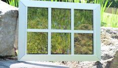 ventanas solares de SolarWindow. Es un revestimiento orgánico,  de carbono, oxígeno, nitrógeno, e hidrógeno, que se aplicaría a una capa interior de las ventanas, con el fin de mantenerlo protegido. Tiene varias capas, siendo las más importantes las capas activas, donde la electricidad se genera por absorción de la luz