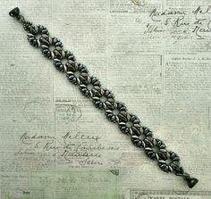 Linda's Crafty Inspirations: Bracelet of the Day: Claudia - Navy & Ivory