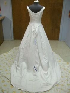 Picture of How to Install a French Bustle (Step How To Dress For A Wedding, Diy Wedding Dress, V Neck Wedding Dress, Sexy Wedding Dresses, Bridal Dresses, Wedding Veil, Wedding Ideas, Bridesmaid Gowns, Wedding Details