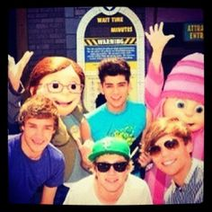 1D with Despicable Me! OH MY GOSH I'VE BEEN THERE!!!!! I've walked on the same ground as one direction. Let me just go faint.....