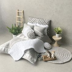 I put together a little bedroom for you. There are actually several headboards. Will definitely show you. ... Вот такая маленькая спаленка. На самом деле сделала несколько изголовий для кровати. Обязательно покажу всю серию ;) . Always yours Angie