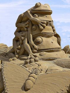 Tree Frogs - Sand Sculpture at WSM, photo by Big G1948, via Flickr ... sand art