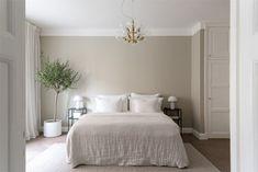 Room Inspiration Bedroom, Bedroom Inspirations, Bedroom Interior, Beige Living Room Walls, Dorm Room Decor, Bedroom Wall Colors, Beige Living Rooms, Beige Walls Bedroom, Beige Room