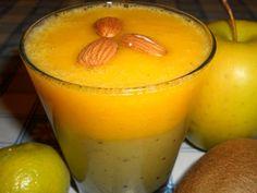 1 piccola pera  1 mela  1 kiwi  1 arancia  3-4 limette  3 mandorle