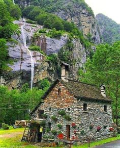 stone cabin in the Swiss alps Stone Cottages, Small Cottages, Cabins And Cottages, Stone Houses, Stone Cottage Homes, Stone Cabin, Storybook Homes, Fairytale Cottage, Cabins In The Woods