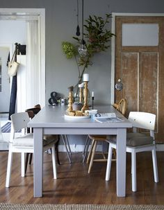 A rustic and cozy decor. Cosy Kitchen, Ikea Dining Table, Dining Area, Casual Dining Rooms, Sweet Home, Dining Room Design, Home Kitchens, Home Furniture, House Design