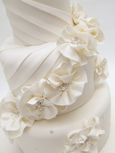 We are proud of our growing reputation for delivering creative, hand-crafted celebration cakes, which taste, as good as they look. Pretty Cakes, Beautiful Cakes, Amazing Cakes, Elegant Cake Design, Elegant Cakes, White Wedding Cakes, Wedding Cakes With Flowers, Fondant Cakes, Cupcake Cakes