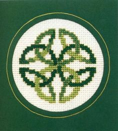 Cross Stitch Borders Celebrate the luck of the Irish with a Celtic Knot cross stitch chart. Pagan Cross Stitch, Cross Stitch Needles, Cross Stitch Cards, Cross Stitch Borders, Cross Stitch Designs, Cross Stitching, Cross Stitch Embroidery, Wedding Cross Stitch Patterns, Celtic Quilt