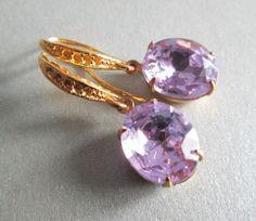 Goldene Ohrringe in lavendel von BAMBOLA - Schönes mit Händen schaffen auf DaWanda.com