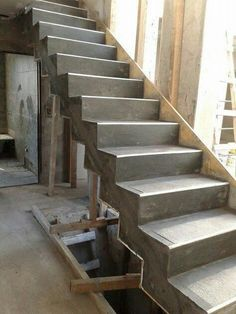 Escalera de hormigón armado con revestimiento de microcemento blanco otras con negro o natural dependiend Concrete Staircase, Staircase Handrail, Stair Railing Design, Home Stairs Design, Concrete Steps, Interior Stairs, House Design, Building Stairs, Architectural House Plans