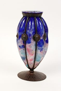 A Molten Blue, Pink and White Reticulated Glass Vase on a Wrought Iron Armature bi Charles Schneider. Made in France, circa 1925. Signed Schneider