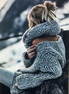 Mohair Sweater, Loose Sweater, Knitted Poncho, Mode Outfits, Fashion Outfits, Winter Mode, Warm Sweaters, Cable Knit Sweaters, Knit Fashion