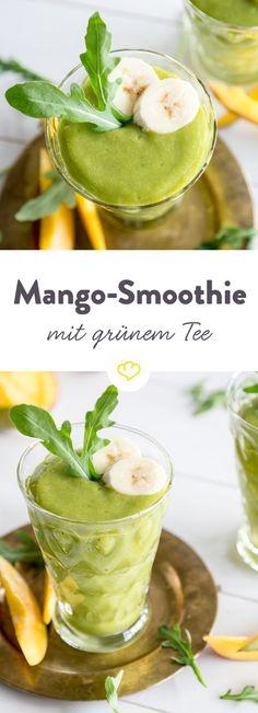 Gelb trifft Grün. Obst trifft Gemüse. Mango trifft Spinat. Und grünen Tee. Der macht den Smoothie nämlich zu einem Wachmacher-Smoothie mit Koffein-Kick.
