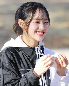 Sanhyeloonateez #loona #loonaicon #loonapict #jeonheejin #heejin #kimhyunjin #hyunjin #johaseul #haseul #vivi #wonggaheun #imyeojin #kimlip #kimjungeun #jungjinsoul #jinsoul #choerry #choiyerim #yves #hasooyoung #chuu #kimjiwoo #gowon #parkchaewon #oliviahye #sonhyejoo Chuu Loona, Olivia Hye, Girl Running