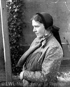 Nordrhein-Westfalen. Alte Volkstrachten: Frau mit schlichter Haube. Kreis Borken. ca. 1930 #Muensterland