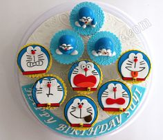 Celebrate with Cake! Santa Cupcakes, Fondant Cupcakes, Cupcake Cookies, Cupcake Toppers, Crazy Cakes, Fancy Cakes, Cute Cakes, Doraemon Cake, Muffin