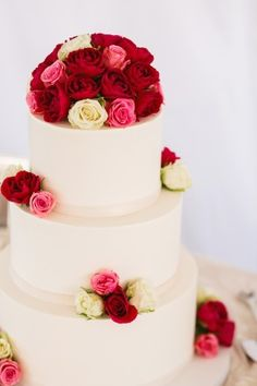 Round wedding cake with pink red and ivory roses from Fleur de Lisa | photography by http://volatilephoto.com/