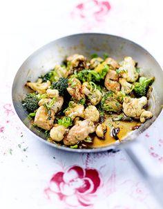 Poulet sauté aux oignons nouveaux, légumes et sauce soja pour 4 personnes - Recettes Elle à Table