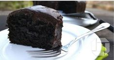 You won't believe this avocado chocolate cake recipe is vegan! Moist and delicious, this recipe takes chocolate cake to a whole other level. Bolo Vegan, Vegan Cake, Healthy Desserts, Healthy Fats, Food Cakes, How To Make Chocolate, Vegan Chocolate, Chocolate Cakes, Cakes Without Butter
