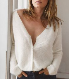 This French-Girl Cardigan Has a Waiting List This Sézane Cardigan Has a Person Waiting List Trendy Fashion, Boho Fashion, Girl Fashion, Fashion Outfits, Womens Fashion, Easy Style, Bohemian Mode, Winter Stil, French Girl Style