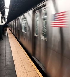 150 Things Locals Do In New York City - The Travel Dispatch Samsung Wallpaper Hd, Of Wallpaper, Yorky, New York City Travel, Nyc Subway, City Aesthetic, Tourist Spots, Best Cities, Hd 1080p