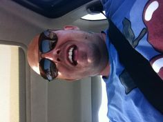 Al volante in autostrada cantando rock!