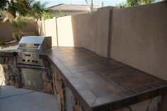 Attirant Discover The Best Countertop Materials For Use In An Outdoor Kitchen. See Outdoor  Countertop Photos, Compare Granite, Concrete, Tile And Stone.