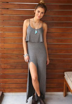 Vestido Esmeral Longo c/ Fenda Simple Dresses, Cute Dresses, Cute Outfits, Looks Style, Casual Looks, Teen Fashion, Womens Fashion, Fashion Trends, Look Office