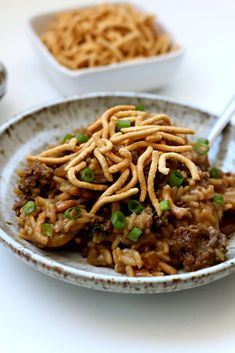Instant Pot Beef Chow Mein Casserole is a classic Midwestern hot dish with ground beef, rice, creamy soup, and celery that is topped with Chow Mein noodles. Grandma used to make it in the oven and now you can make it in half the time in your Instant Pot. Instant Pot Pressure Cooker, Pressure Cooker Recipes, Pressure Cooking, Stuffed Pepper Soup, Stuffed Peppers, Beef Chow Mein, Slow Cooker Tortellini Soup, Easy One Pot Meals, Cooking Recipes