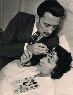 Salvador Dali painting wife Gala's forehead, 1948 Source: http://modearte.com in Erreday