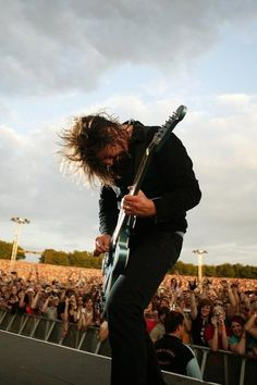 Dave Grohl. Awesome pic