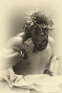 Kane Hula Dancer    http://www.thebalicottage.com