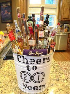 35 Easy DIY Gift Ideas Everyone Will Love - Liquor bouquet