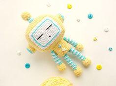 Cute robot - free crochet pattern