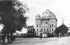 The synagogue in Gyor before WWII. There has been a Jewish presence in Győr, Hungary from as early as the 15th century, but the Jewish community in the city was founded only at the end of the 18th century. By the mid-19th century, some 3,000 Jews were living in the city in two separate communities – the Neologs and the Orthodox.