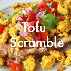 Fluffy tofu scramble with the ultimate eggy flavor from Kala Namak salt, turmeric and smoked paprika Plantbased vegan tofurecipes wfpb breakfast easyrecipe 627618898055041603 Smoothie Bowl Vegan, Healthy Smoothie, High Protein Vegan Breakfast, Healthy Breakfast Recipes, Tofu Breakfast, Cocktails Vegan, Keto Vegan, Vegan Protein, Protein Bread