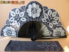 Abanico pintado a mano - Hand painted fan   Teresina Hand Held Fan, Hand Fan, Fan Decoration, Vintage Fans, Pretty Hands, Hot Flashes, Costume Accessories, Hand Painted, Romantic
