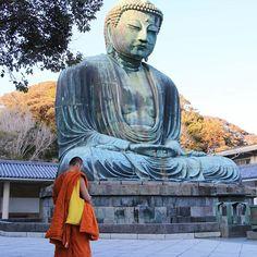 A monk and God  Un moine et son dieu.  #japan #japon #travel #visitjapanjp #kamakura #kanagawa #kamakurajapan #daibutsu #bouddha #bouddhism #kotokuin #greatbouddha #statue #monk #zen #icu_japan #tokyocameraclub #japan_camera #japanfocus #japangram #eos70d #japankudasai