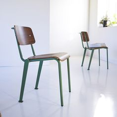 Chaise en métal et noyer mio lichen vert Tikamoon   La Redoute Tv Stand Sideboard, Metal Sideboard, Metal Stool, Metal Chairs, Wooden Chairs, Painted Chairs, Leather Chairs, Solid Wood Dining Chairs, Solid Wood Furniture
